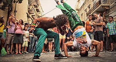Is capoeira een dans of een gevecht?